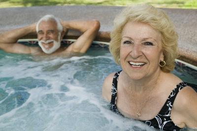 Senior-Couple-in-Hot-Tub